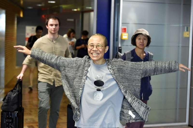 劉霞10日抵達芬蘭的赫爾辛基機場。(美聯社)