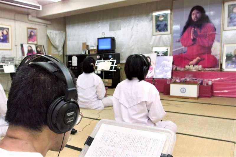 震撼全球的東京地鐵沙林毒氣事件,主謀奧姆真理教教主麻原彰晃於上週遭處決。(圖/*CUP提供)