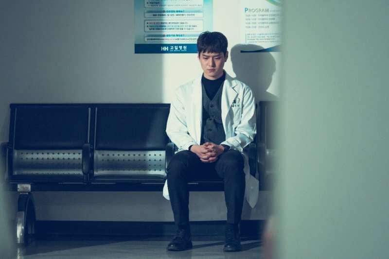 「告知病情」時常是十分令醫師為難的考驗。(圖/SBS@facebook)