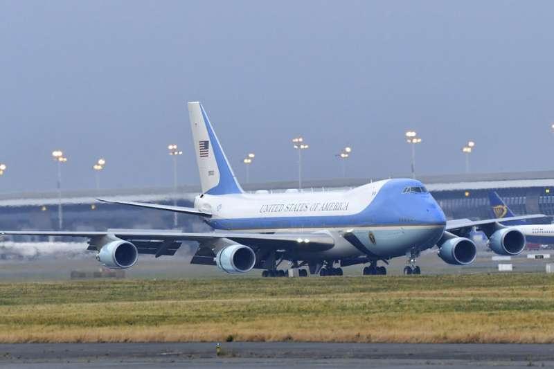 2018年7月10日,美國總統川普專機「空軍一號」抵達比利時布魯塞爾。(AP)