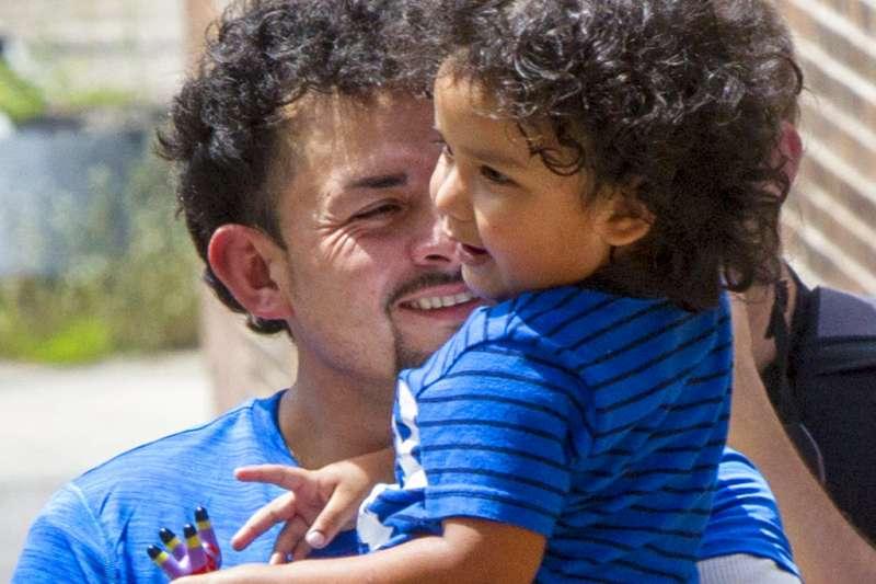 美國讓38名移民幼童與父母團聚。(AP)