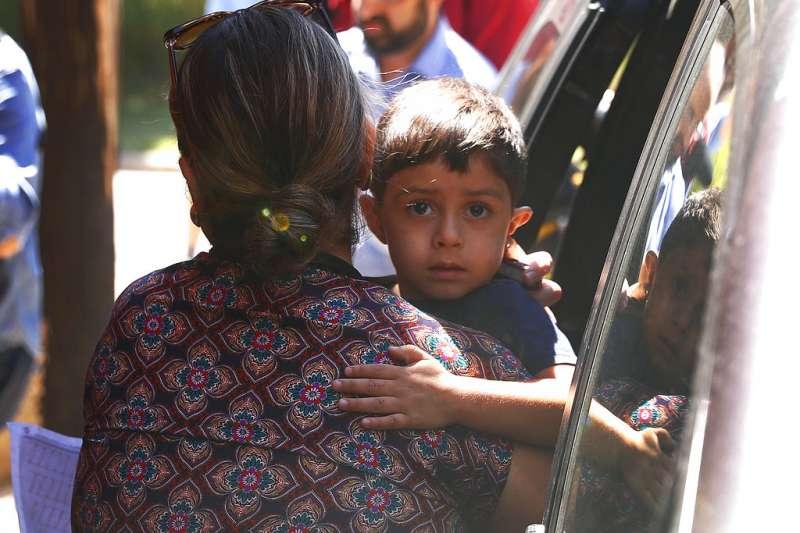 美國政府讓38名移民兒童與父母團聚。(AP)