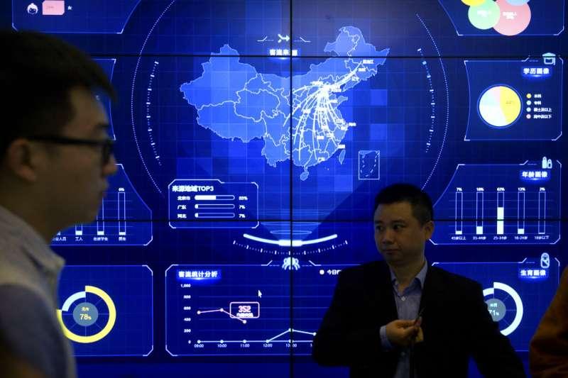 美國安全研究公司「火眼」10日發表報告指出,與中國政府有連繫的駭客入侵柬埔寨政府機構、反對派與媒體,圖為2018年在北京舉行的全球行動網路會議。(AP)