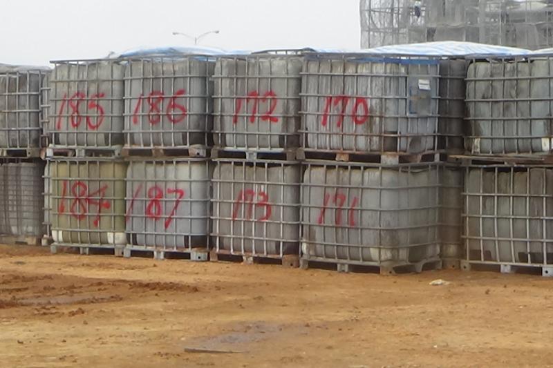 20180712-台中市梧棲區非法堆置1,178桶的貝克桶場址。(台中市環境督察大隊提供)