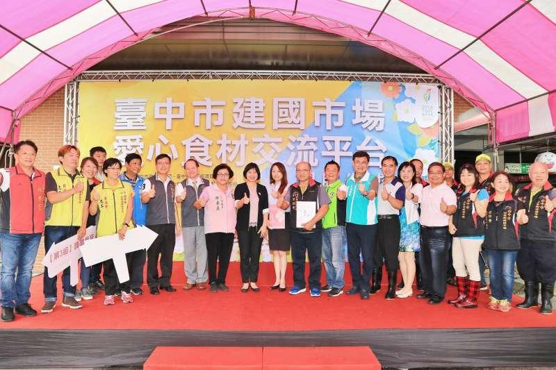 台中市建國市場的愛心食材交流平台12日啟用。(圖/台中市政府提供)