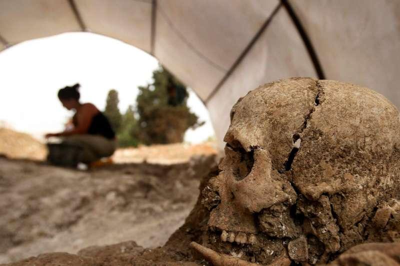 西班牙國內還有1,200個萬人坑尚未開放,家屬無法找回失蹤者遺體。(美聯社)