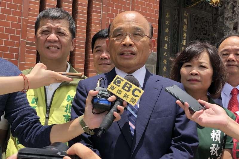 民進黨新北市長參選人蘇貞昌(中),對新北市府頻頻開炮。(資料照,蘇貞昌辦公室提供)