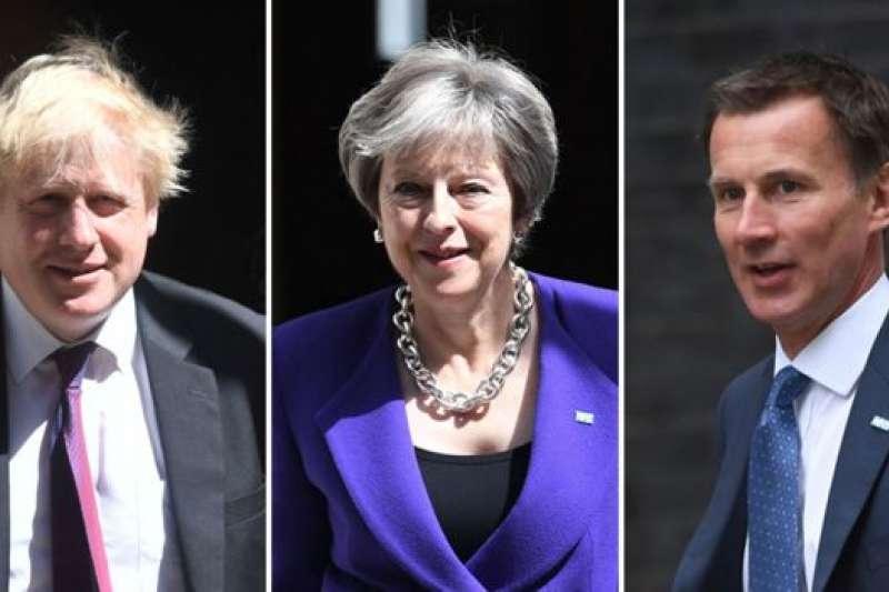 左起:前外交大臣強森、首相梅伊、前衛生大臣現外交大臣亨特。(BBC中文網)