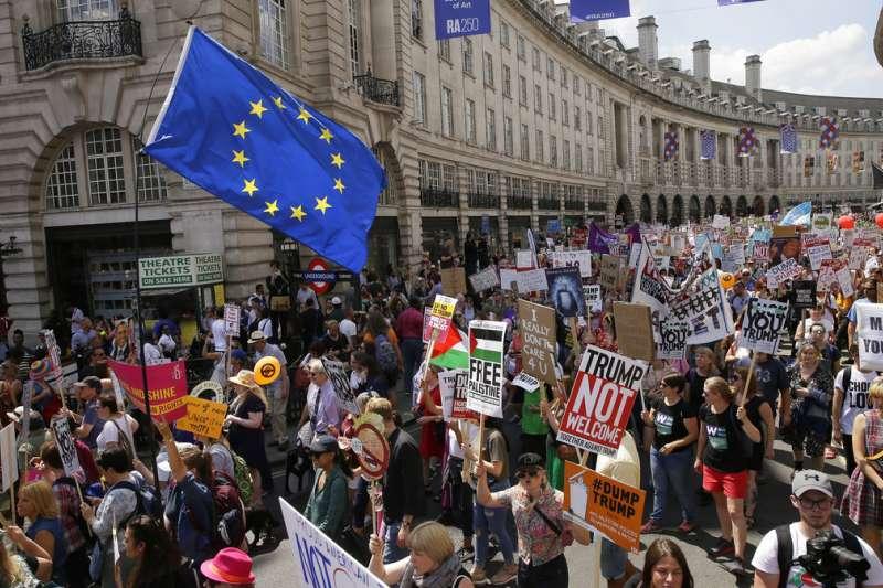 2018年7月13日,英國反川普遊行。(AP)