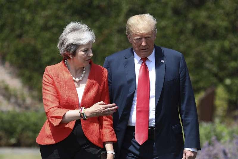 2018年7月13日,美國總統川普、英國首相梅伊在英國首相鄉間別墅「契克斯」(Chequers)進行雙邊會談。(AP)