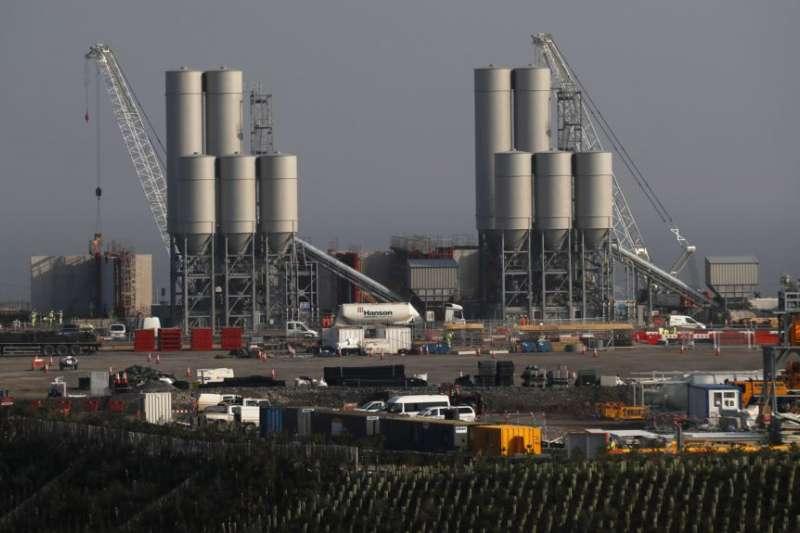 欣克利角C核電廠項目工地。(美國之音)
