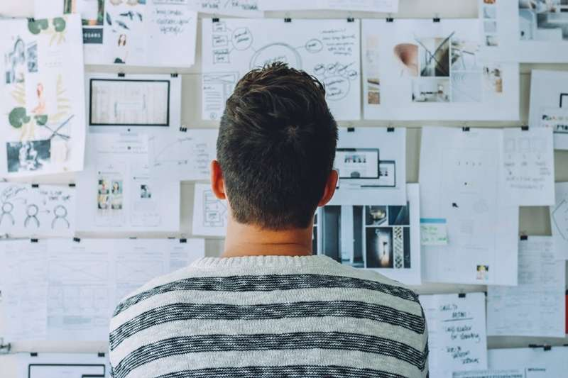 面對創業、轉職等關鍵時刻,該如何與自己對話並做出最後的決定...?(圖/Startup Stock Photos@pexels)