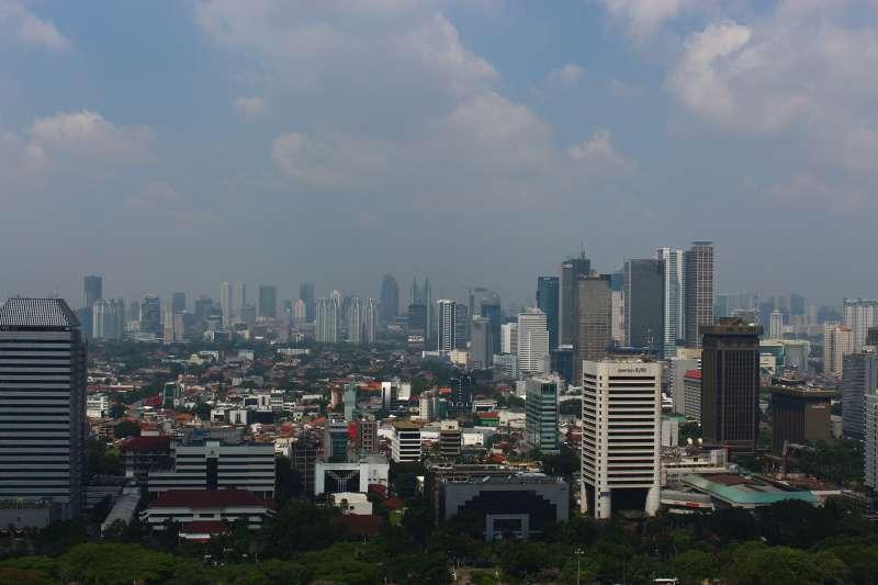 印尼首都雅加達。隨著印尼經濟發展,年輕人都選擇到大城市工作,不願留在家鄉種田。(Fuzz@Pixabay)