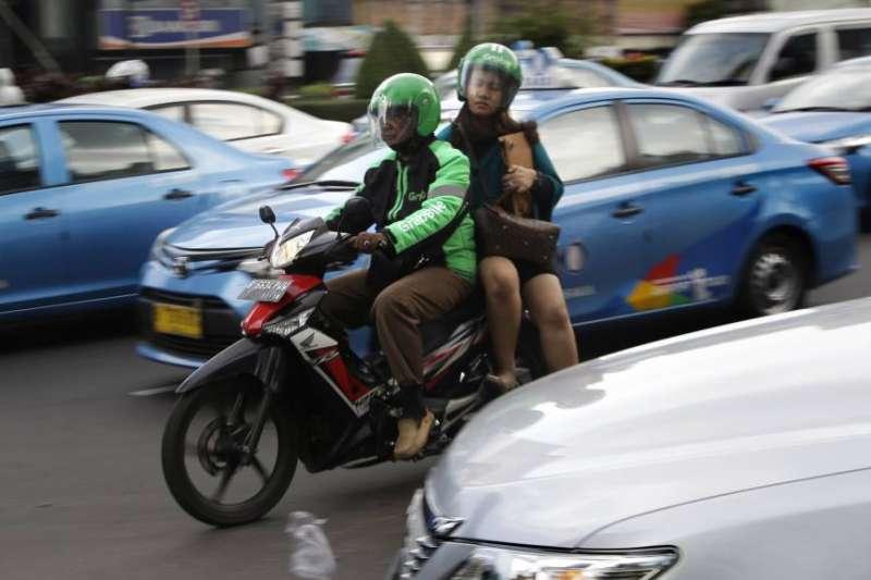 隨著印尼經濟發展,年輕人都選擇到大城市工作,不願留在家鄉種田。(美聯社)