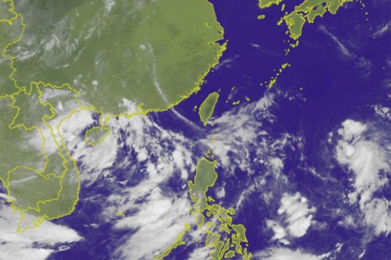位於關島附近有一個熱帶性低氣壓,未來有可能形成熱帶低氣壓或颱風。(擷取自中央氣象局)