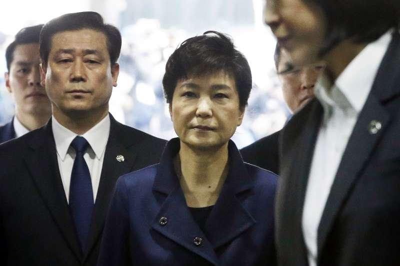 南韓總統朴槿惠因為「閨蜜」崔順實違法干政、收賄,成為南韓史上第一位被彈劾的總統。(美聯社)