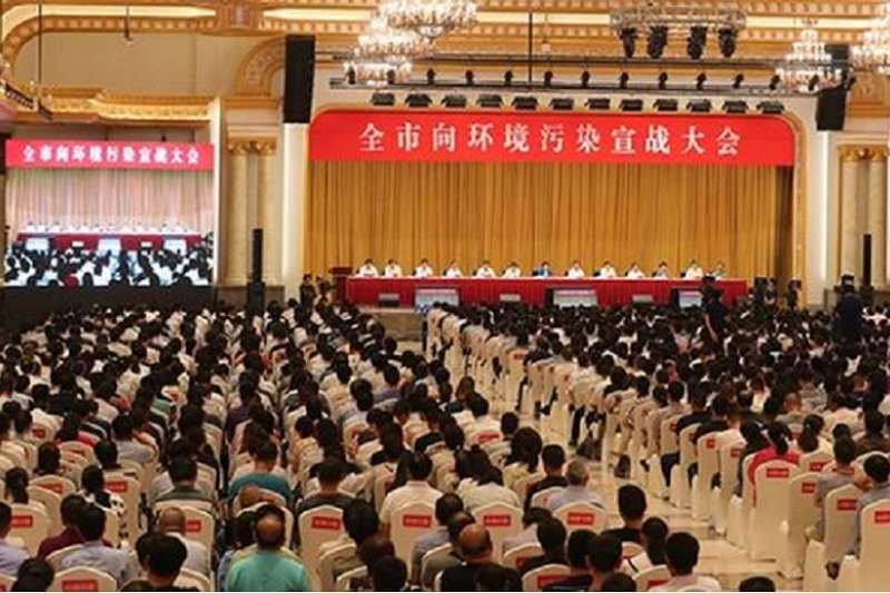 兩次被環境部嚴詞痛批後,江蘇泰州發起三千人向汙染宣戰會議。