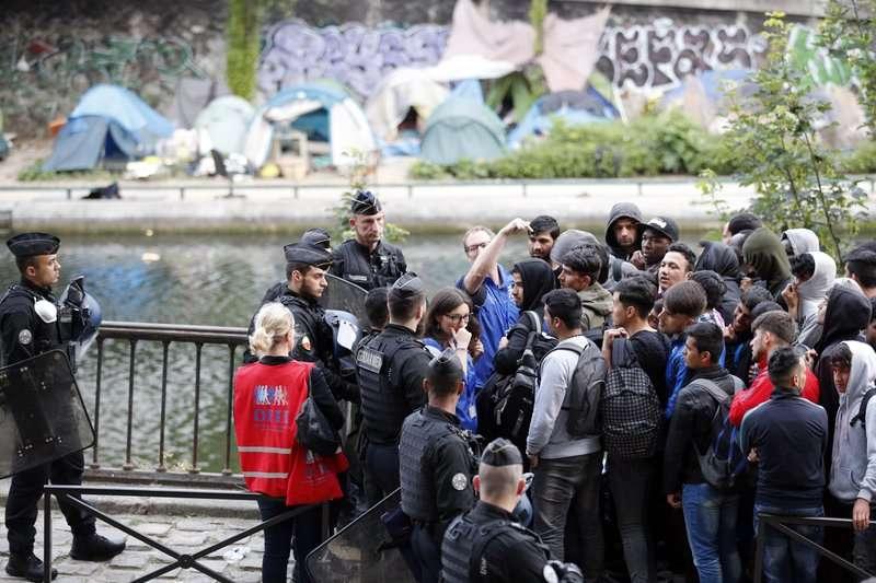 法國姆巴佩出生地就是繁華巴黎邊的塞納,原本是難民營與恐怖份子大本營,現在卻出了新一代球王。(美聯社)