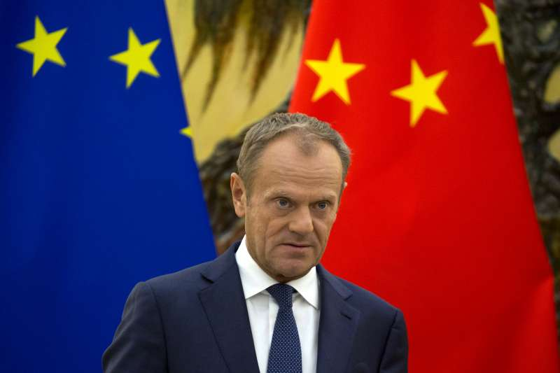 中國希望聯手歐盟對抗美國,歐洲理事會主席圖斯克在北京參加「中歐峰會」。(美聯社,資料照)