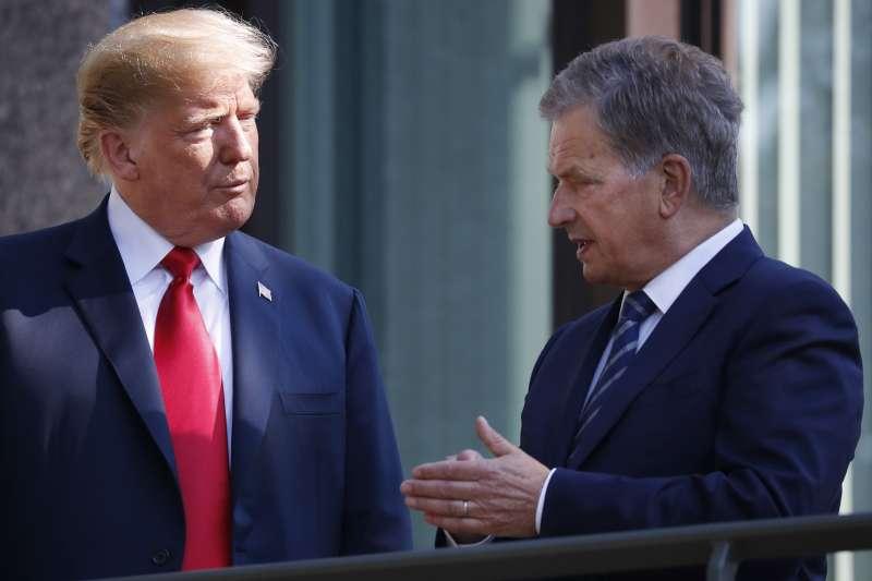 美國總統川普與芬蘭總統尼尼斯托(Sauli Niinisto)。(美聯社)