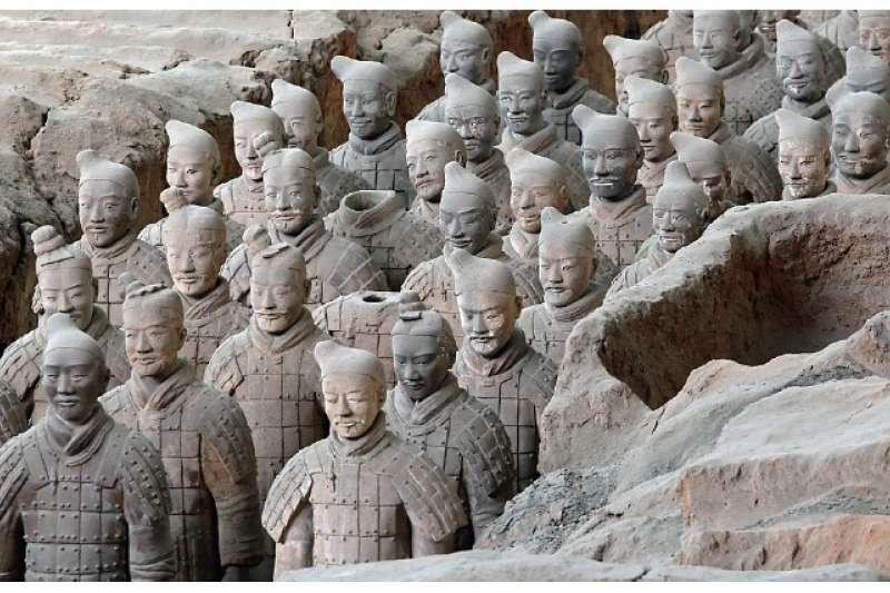秦陵兵馬俑,用以保護死後的秦始皇(圖/大是文化提供)