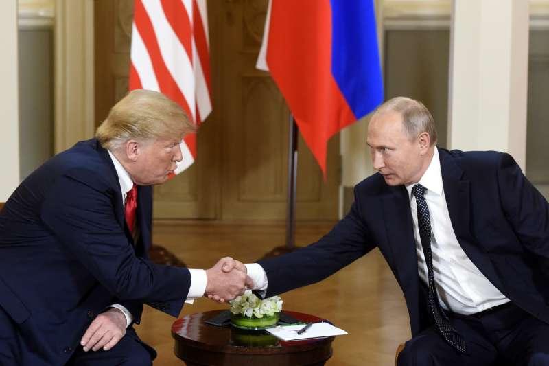 2018年7月16日「雙普會」,美國總統川普與俄羅斯總統普京在芬蘭首都赫爾辛基舉行高峰會,11月11日兩人有望再度於巴黎會面。(AP)
