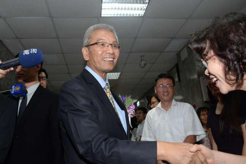 20180716-財政部長交接典禮,卸任財政部長許虞哲與眾人一一握手道別。(甘岱民攝)