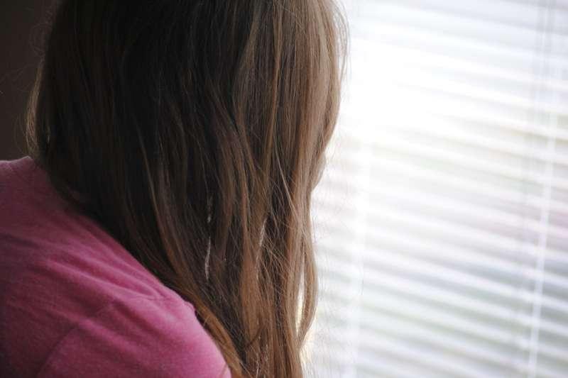 十三歲的時候,爸爸開始對我性侵,直到媽媽與他離婚為止。(示意圖/lailajuliana@pixabay)