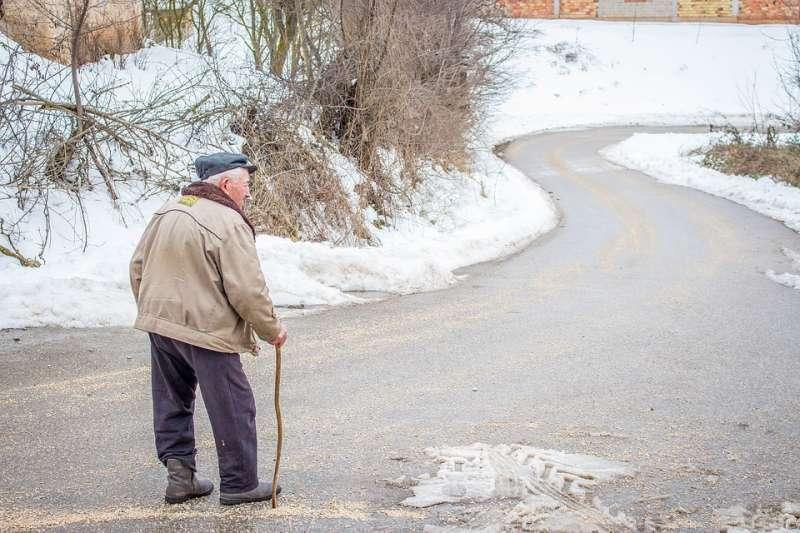 老年人常跌倒,小心是肌少症惹禍。(示意圖/besnopile@pixabay)