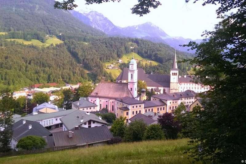 為了公平,阿爾卑斯山小鎮抽簽分配墓地。(德國之聲)
