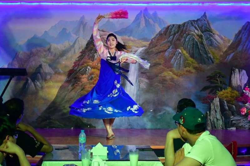 據稱北韓在境外運營超過100家餐廳。圖為杜拜的一家北韓餐廳。(BBC中文網)