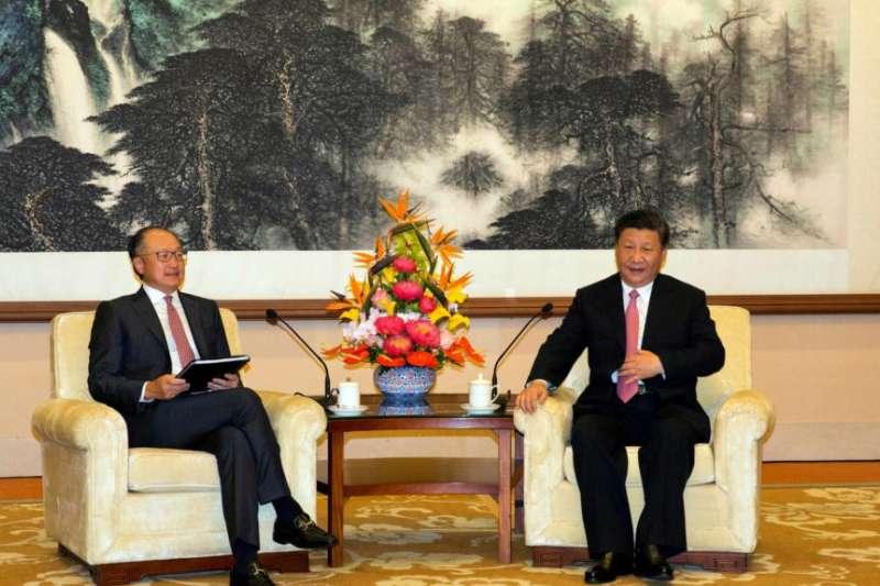 世界銀行行長金墉2018年7月16日在北京釣魚台國賓館與中國國家主席習近平會面。(美國之音)