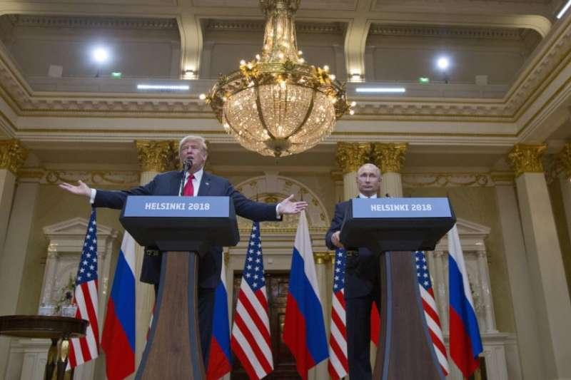 美國總統川普和俄羅斯總統普京在芬蘭赫爾辛基的總統府舉行聯合記者會。(美聯社)