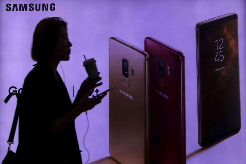 三星旗下Samsung Display遭設備商出賣,其曲面螢幕的獨門技術「3D層壓」,被竊賣給中國競爭對手,三星預測未來三年將損失58億美元營收,遭遇Note 7全面回收以來最大的危機。(美聯社)