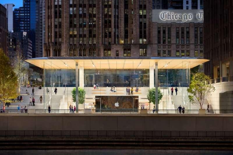 除了台北101的直營店,全台唯一一家、全球僅25家的「旗艦店(FLAGSHIP)」,目前已經可以看到大致的建築雛形,遠東信義百貨預計於2019年就會完工,屆時信義區便會成為打造科技生活圈的一級戰場。(圖/Apple,數位時代提供)
