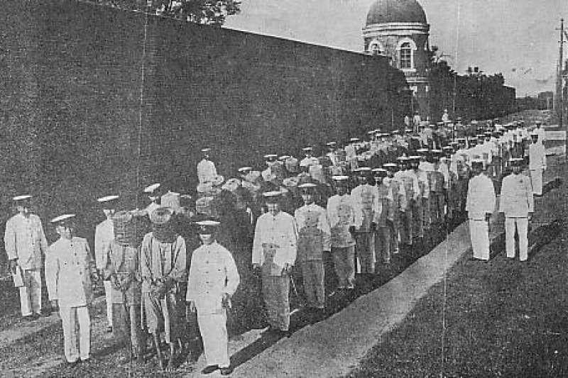 「噍吧哖事件」被日本殖民政府界定為「土匪事件」,後又被國民政府形塑成「抗日革命英雄」神話,但究竟這群農民起而反抗的原因是甚麼?(取自維基)