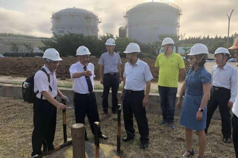 澎湖中油湖西油庫發生漏油事件,中油董事長戴謙18日下午親自前往澎湖。(中油提供)