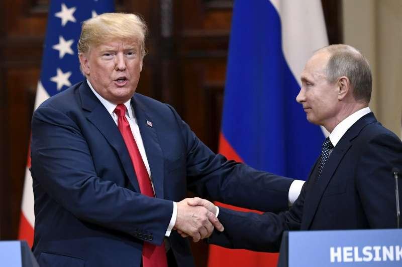 雙普會:美國總統川普公開為俄羅斯總統普京護航引發爭議(AP)