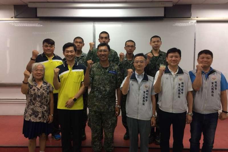 20180719_交通大學軍訓室主任王先正,前往成功嶺和關西營區慰問該校役男。(交大提供)