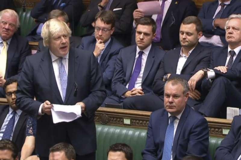 脫歐派英國外交大臣強生反對梅伊的脫歐計畫而ˊ辭職。(美聯社)