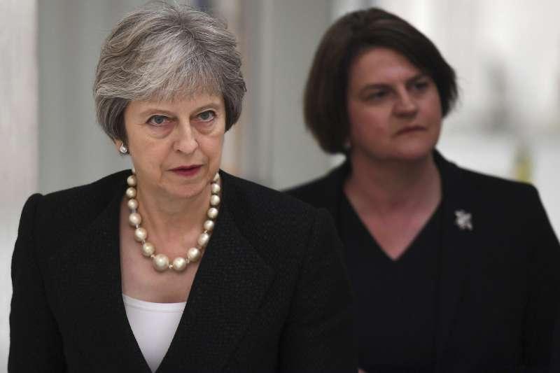 英國首相梅伊造訪愛爾蘭,再度重申絕對不會接受將北愛爾蘭繼續留在歐盟。(美聯社)