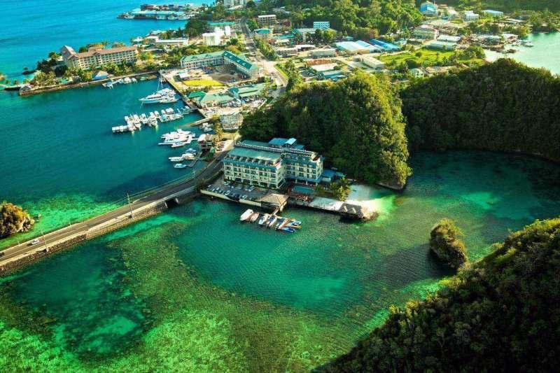 邱宏照在帛琉成立的百悅集團,提供旅遊一條龍服務,是當地納稅額最大的企業(資料照,邱宏照提供)