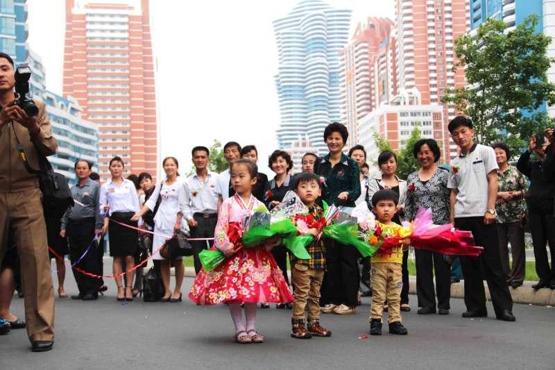 平壤未來科學家大街,道路兩旁建滿摩天大樓。(取自「我要真北韓」臉書)