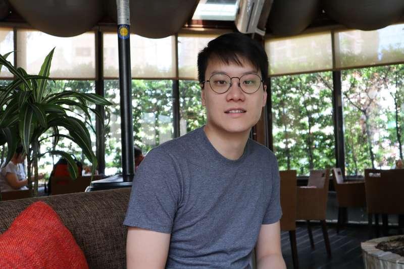 28歲、來自香港的陳成軍,是香港旅遊品牌「GLO Travel」、以及北韓經濟諮詢網站「朝鮮經濟前瞻」的共同創辦人,過去6年入境北韓將近30次。 (蔡娪嫣攝)