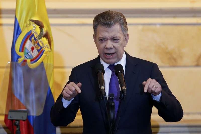 哥倫比亞前叛軍就任國會議員,總統桑托斯表示歡迎。(美聯社)