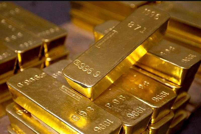 紐約聯邦準備銀行金庫存有約50萬根金條,總重6200噸,現值2400億至2600億美元。每根金條重28磅,上面刻有序號、重量和純度。(取自Federal Reserve Bank of New York)