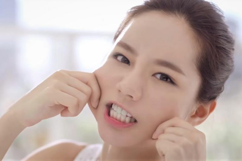 毛孔粗大是因為太長擠粉刺嗎?醫師公開台灣人都誤解的保養真相。(圖/取自youtube)