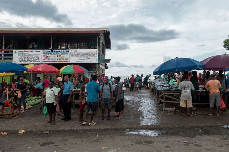 索羅門群島街頭的商店許多都屬於中國移民。(總統府)