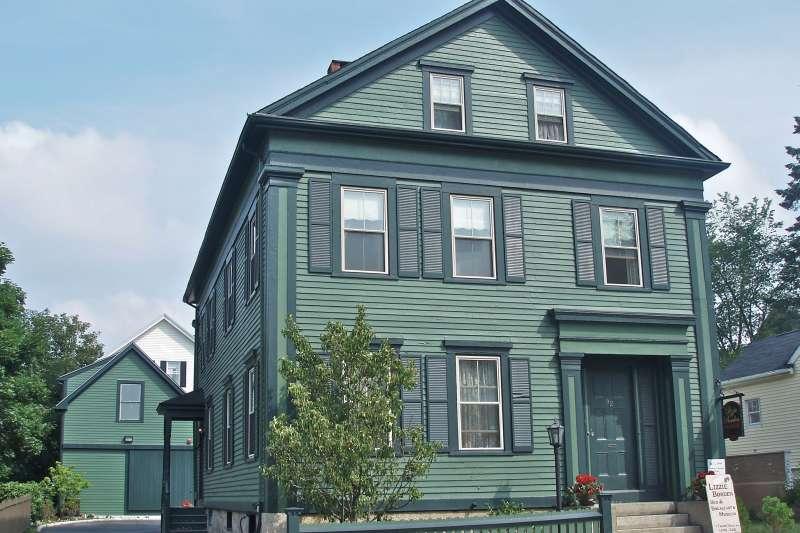 1892年麗茲波登涉殺親命案發生地點的波登住家,在1996年被改為「麗茲波登早餐加住宿旅店」。(圖/維基百科)