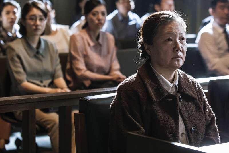 電影《她們的故事》以韓國慰安婦跨海控告日本政府的故事為主軸,道出她們難以說出口的心痛與淚水…(圖/采昌國際提供)
